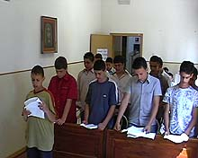 Miembros del Club Everest de Maddaloni, Italia en capilla