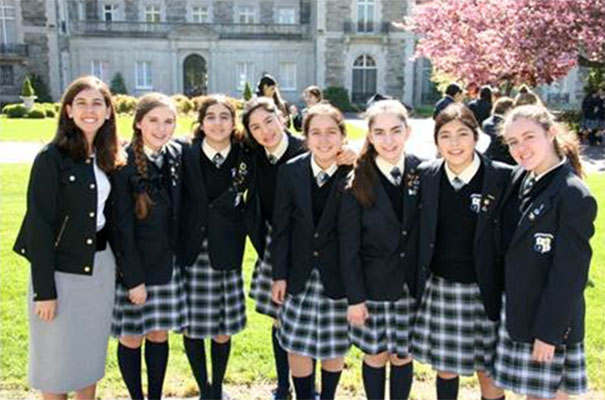 Natalia Santos con alumnas del curso pasado.