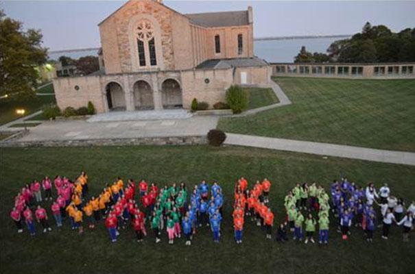Equipo de consagradas y colaboradoras de Overbrook Academy 2013-2014.