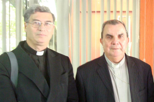 P. Pedro Barrajón, L.C. con sacerdotes.
