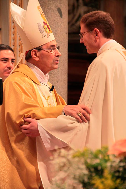 El Cardenal De Paolis felicita al padre Mariusz, el primer legionario de nacionalidad polaca