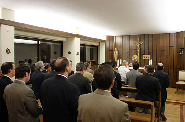 Consagrados durante la adoración y bendición eucarística.