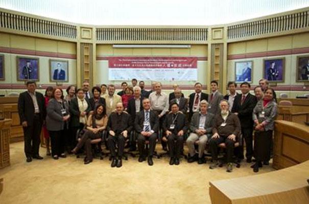 Foto del grupo que participó en las conferencias.