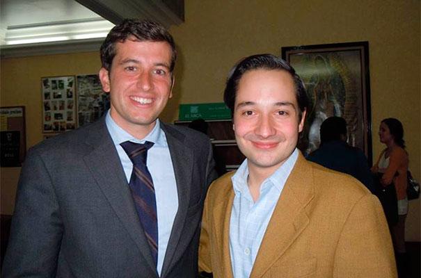 Alfredo Garc&iacute;a con Diego, un joven del <em>Regnum Christi.</em>