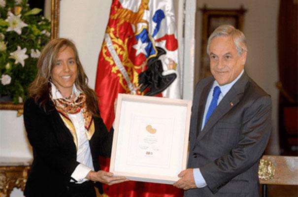 El Presidente Sebastián Piñera recibió un reconocimiento especial por parte de la Fundación Chile Unido, por su compromiso de respetar, defender y proteger la vida del niño que está por nacer.