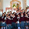 Los alumnos confirmados acompañados por el P. Felipe Onofre Moreno, Mons. Jorge Carlos Patrón Wong, Mons. Crispín Ojeda Márquez y el P. Dennis Venegas.
