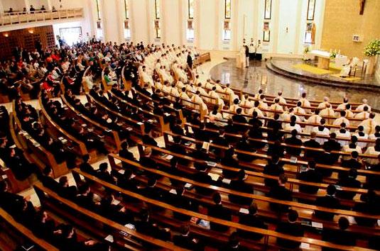 Panorámica de la capilla del Centro de Estudios Superiores durante la misa con el Delegado Pontificio.