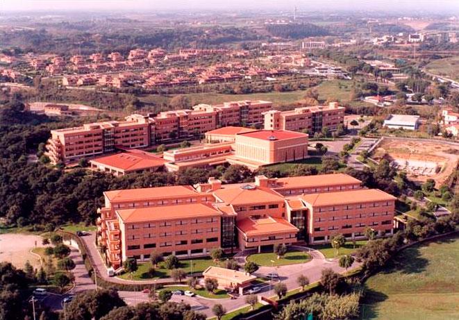 Vista aérea del Ateneo con el Centro de Estudios Superiores al fondo. Imagen de archivo.