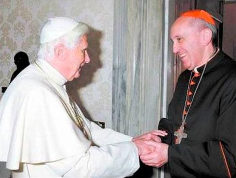 El Cardenal Bergoglio con el Papa emérito, Benedicto XVI, en imagen de archivo.