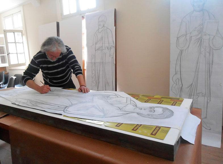 Gerardo Zenteno durante los trabajos de los iconos.