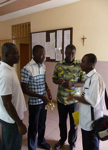 Nicaise (primero a la derecha) con algunos seminaristas.