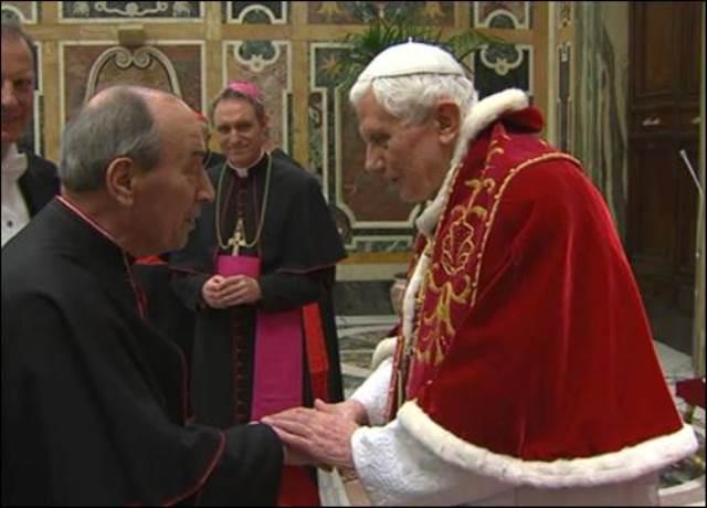 Benedicto XVI con el Card. de Paolis.