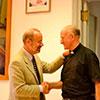 El director de <em>L&acute;Osservatore Romano</em>, Dr. Gian  Maria Vian, con el padre Arturo Guti&eacute;rrez durante el acto de despedida