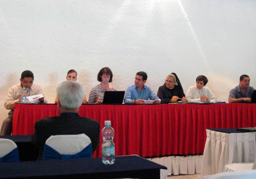 Norma Peschard (tercera de izq. a der.), consagrada del Regnum Christi, participó como asesora y colaboradora del trabajo realizado para la difusión y aplicación del documento orientativo para los nuevos retos educativos en México a nivel pastoral.