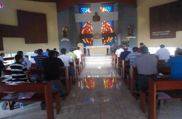 Triduo de renovación para señores en El Salvador.