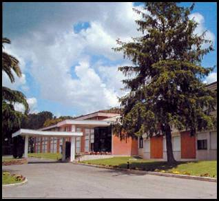 Pórtico de ingreso al Centro Sacerdotal María Mater Ecclesiae
