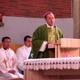 Mons. Miller, secretario de la Congregación para la Educación Católica, predica la homilía durante la concelebración que presidió.