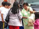 Chicos del ECYD secundando una iniciativa de la arquidiócesis de Xalapa.