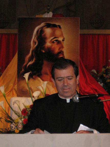 P. Álvaro Corcuera, L.C., en el encuentro de Juventud y Familia, Francia 2005.