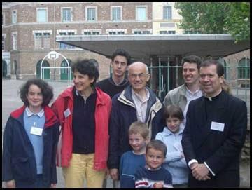 El P. Álvaro Corcuera, L.C., con la familia Poisson.