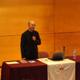 """El P. Rafael Pascual, L.C., durante su presentación de """"¿La ciencia, respuesta a todo?""""."""