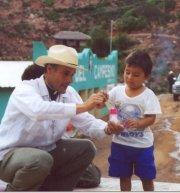 El P. Juan Gabriel Guerra, L.C. durante la misión en Chihuahua.