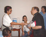 Bishop Victor Hugo Palma of the Escuintla diocese, follows the progress of the first missions in Guatemala.