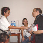 Mons. Víctor Hugo Palma, obispo de Escuintla, siguió de cerca el desarrollo de estas primeras misiones en Guatemala.