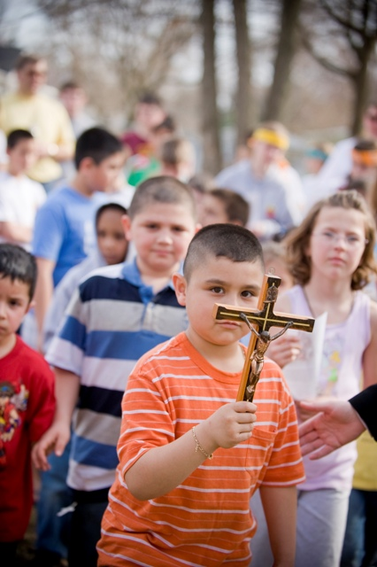 children in Via Crucis