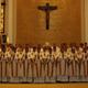 Los nuevos diáconos rodean a Mons. Giuseppe Bertello. A la izquierda se encuentra el P. Álvaro Corcuera, L.C., y a la derecha el P. Luis Garza Medina, L.C.