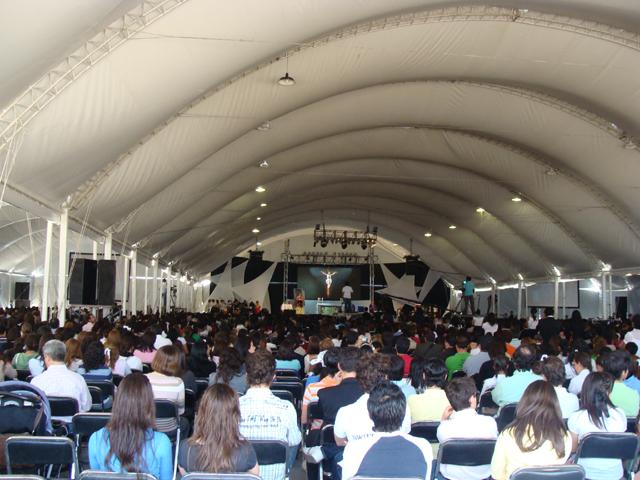 Misa en el encuentro de Juventud y Familia de Puebla
