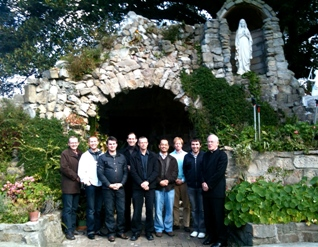 Fr Bannon with men retreatants sydney