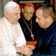 El P. José Luis Rosales recibe el saludando al Papa Benedicto XVI.