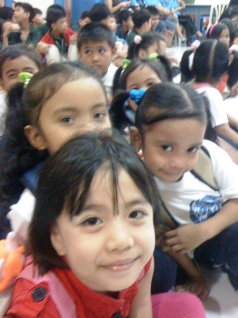 kids at Mano Amiga Manila during presentation