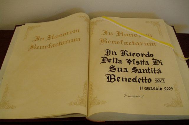 Libro de oro de Notre Dame.