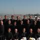 Grupo de novicios y religiosos que participaron en la misa con el Papa en la esplanada de Islinger Feld de Ratisbona.
