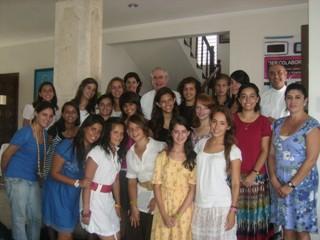 Mons. Berlié con colaboradoras del ECYD