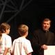 Unos chicos de NET le hacen una pregunta al P. Corcuera: «Le pedimos (a Cristo) que le amemos más, que nos cuide, que nos ilumine, que nos fortalezca».