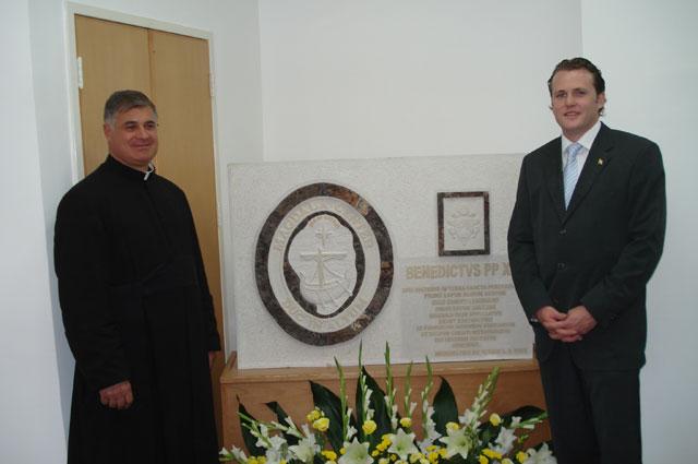 Primera piedra del Centro Magdala