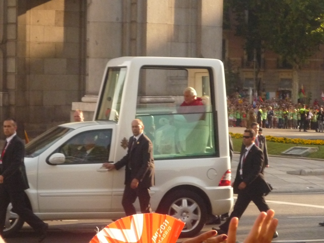 popemobile madrid