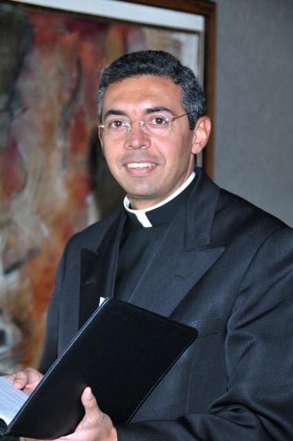 Fr Alejandro Ortega standing