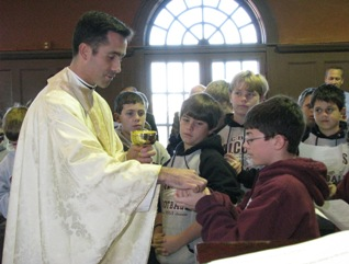 Fr Richard Sutter, LC, with schoolchildren