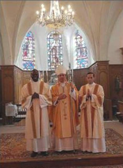 Bishop Nicolas Brouwet with the new deacons: Deacon Adrián González, LC, and Deacon Richmond Niamké, of the diocese of Abiyán.
