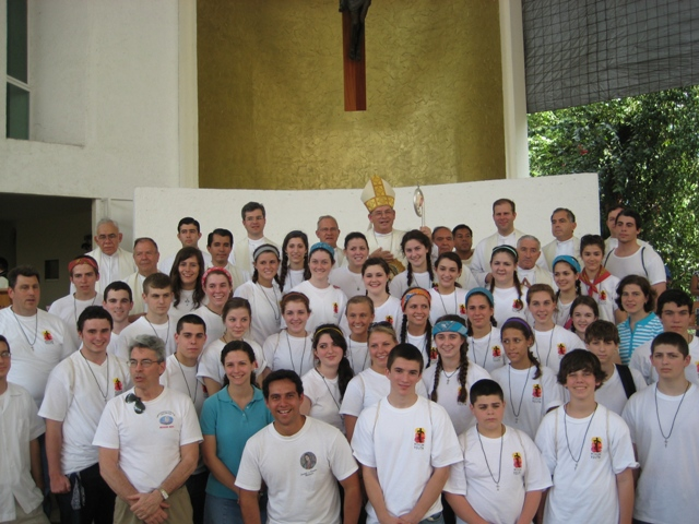whole group of missionaries with bishop of Cancun
