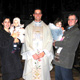 Con la famiglia della sorella Rosanna, dopo una delle primissime Messe di Padre Gabriele. (Añadir algo de luz si es posible)
