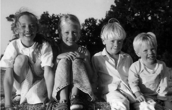 Audrey with her siblings. From left to right: Aline, Audrey, Henry, and Gr&eacute;goire. This picture was taken in July 1990, a few days before the leukemia was diagnosed.
