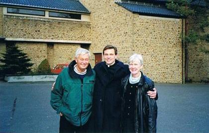 El P. Joseph Burtka, L.C. con su familia en el noviciado de Alemania.