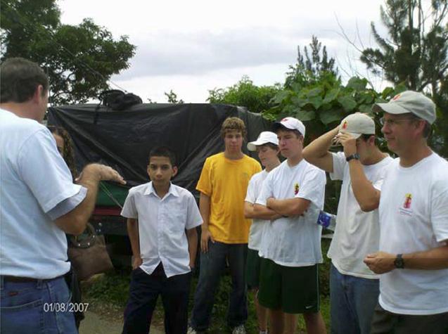 El club Himalaya de los Estados Unidos, y miembros de Juventud y Familia Misionera, ayudaron con su granito de arena a mejorar la calidad de vida de una de las colonias más necesitadas de Costa Rica.