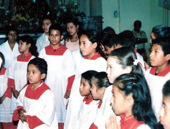 Monaguillos al servicio de las parroquias para servir dignamente el altar.