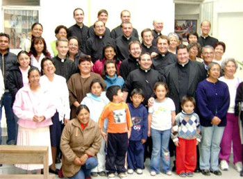Curso 2008 participants with members from St Ursula�s parish, Mexico City, Mexico.
